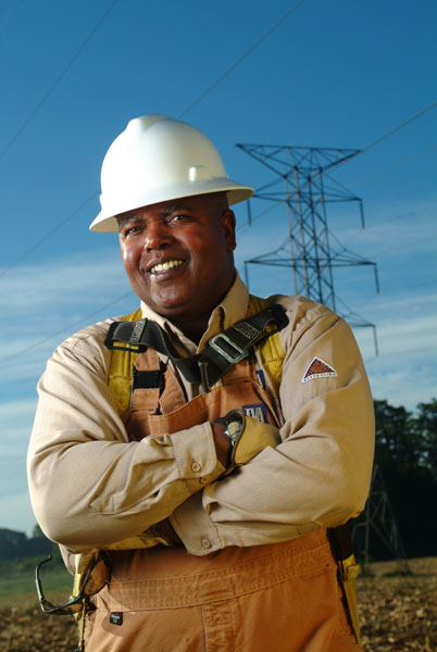 TVA_worker_With_lines_overhead_1280177895