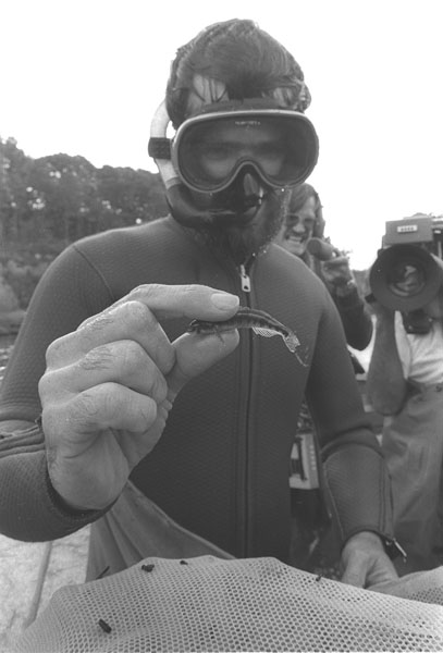 Diver_with_snail_darter_1280177392