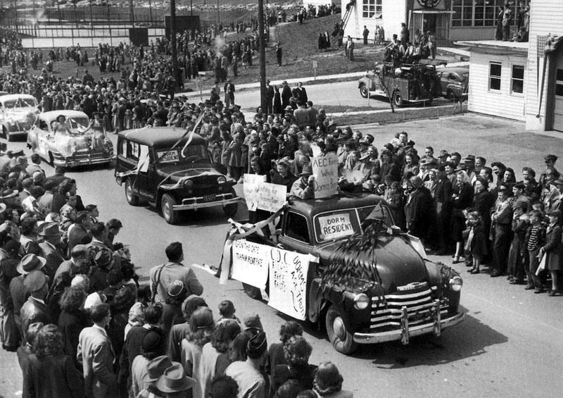 Parade For Oak Ridge Opening